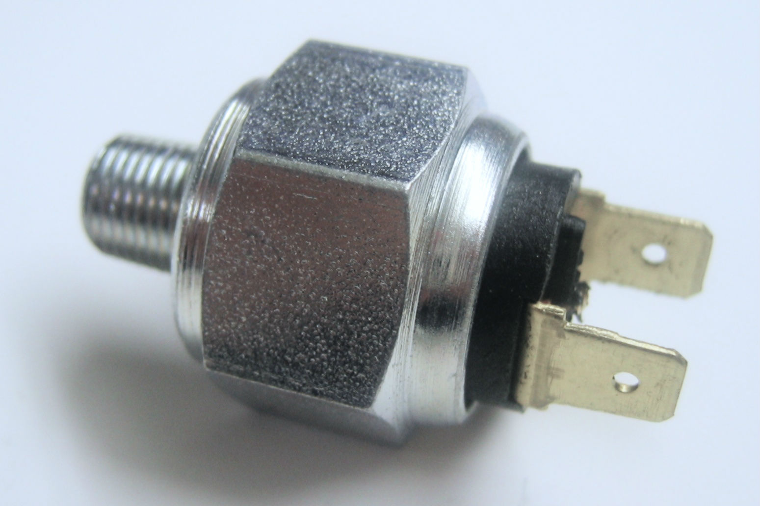 Pressure switch hexagon air brake connections